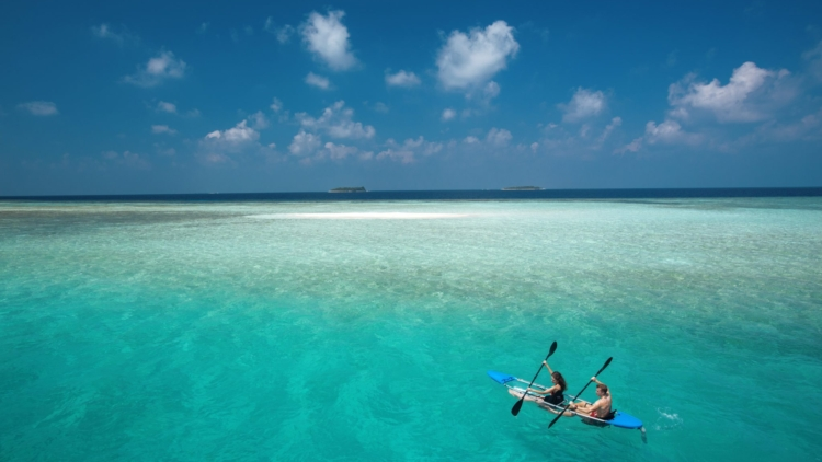 Baros Maldives_Water Sports_Transparent Kayak_Baros_Maldiverne_Det_Indiske_Ocean