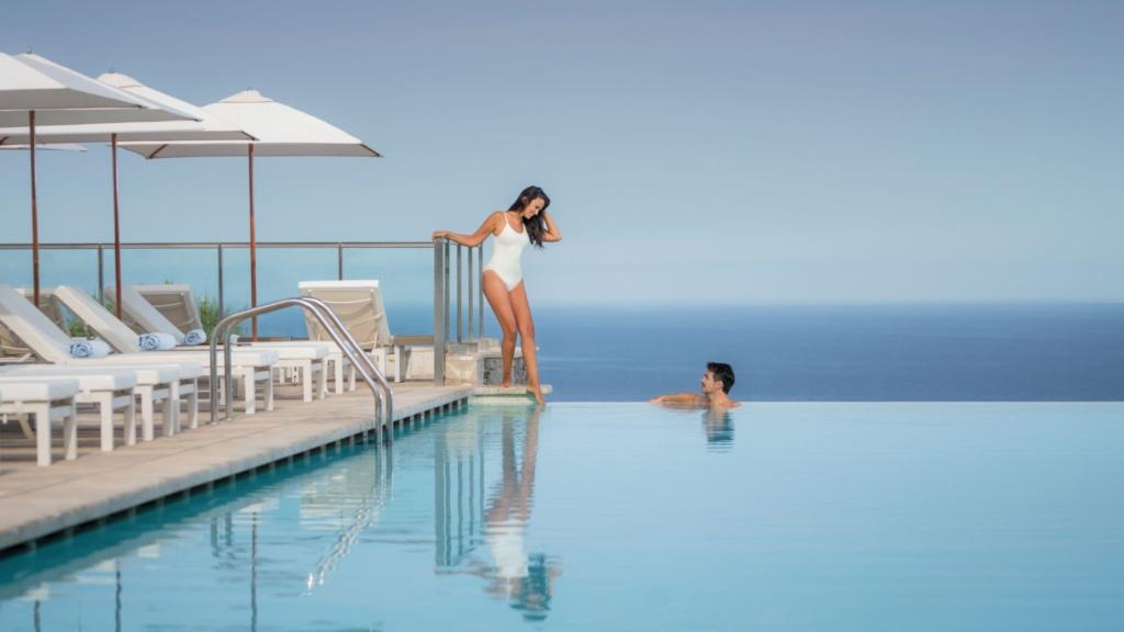 Jumeirah-Port-Soller-Infinity-Pool-Couple_Spanien_Europa-1024x576